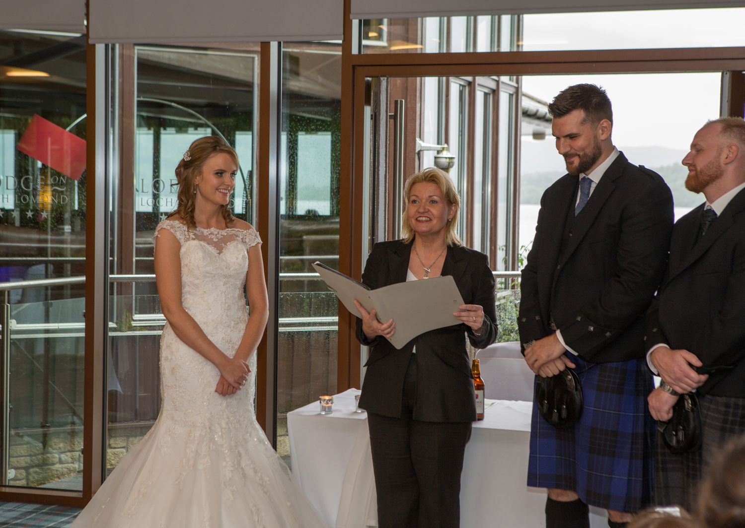 Wedding-photography-Lodge-on-The-Loch-006